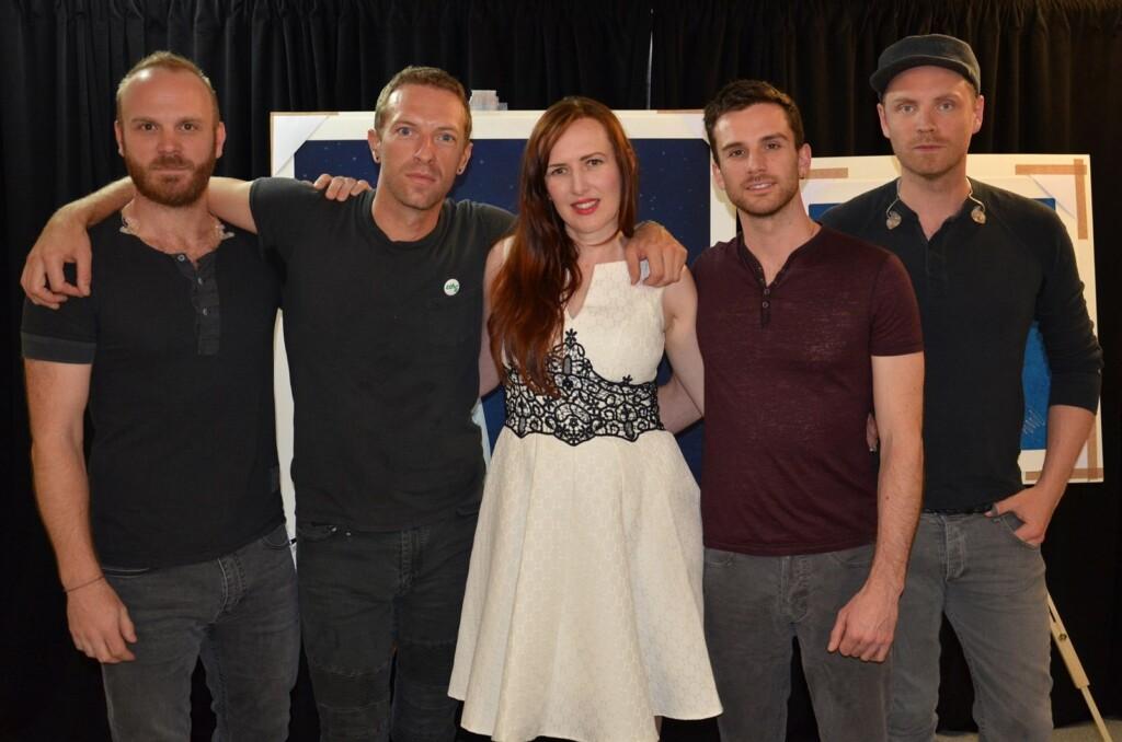 Coldplay e Mila Fürstová na exibição das artes do Ghost Stories