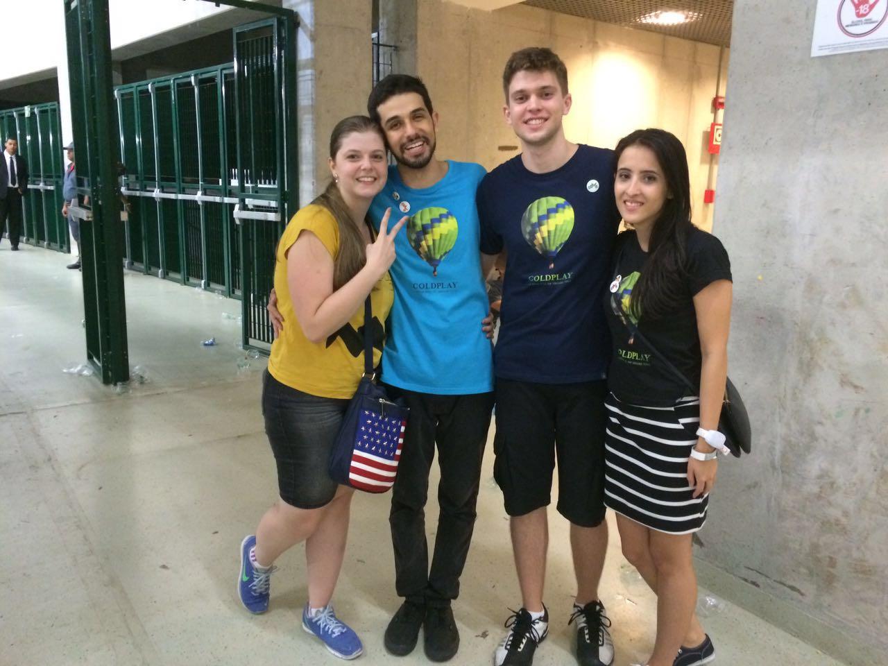 Parte da equipe do Viva após o show em São Paulo